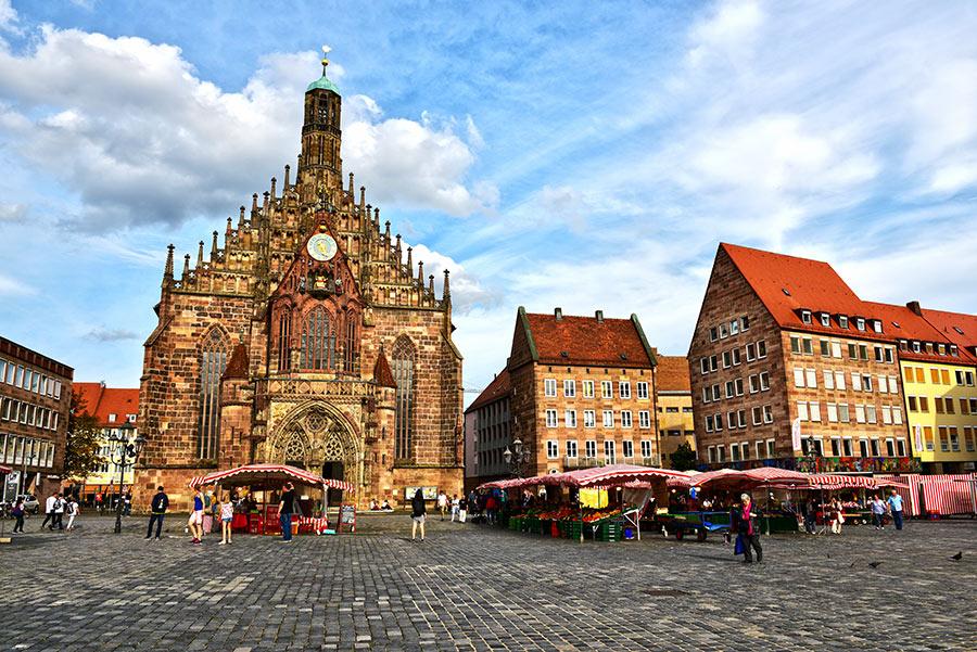 Turgaus aikštė ir Moterų bažnyčia. Frauenkirche, Nuremberg