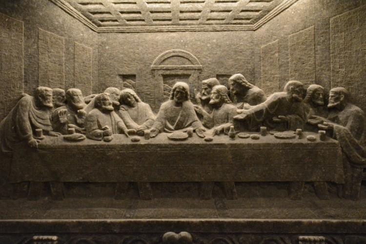 """iš druskos akmens išdrožinėta Leonardo Da Vinci """"Paskutinė vakarienė"""""""