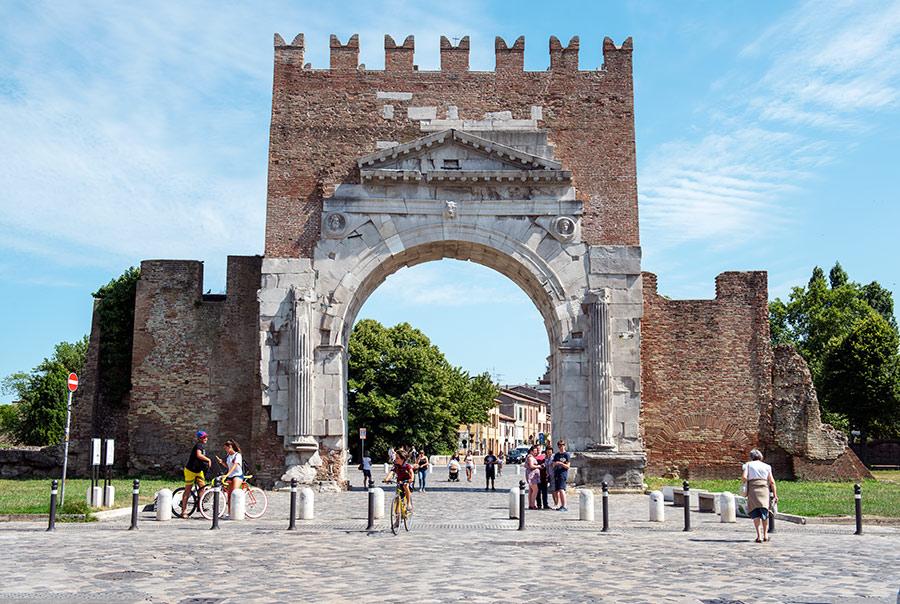 Augusto arka. Arco d'Augusto
