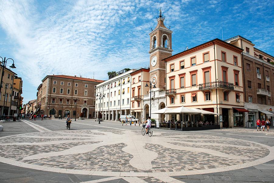 Rimini centrinė aikštė. Trijų kankinių aikštė. Piazza Tre Martiri