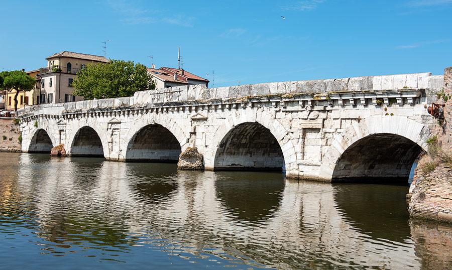 Tiberio tiltas. Ponte di Tiberio.