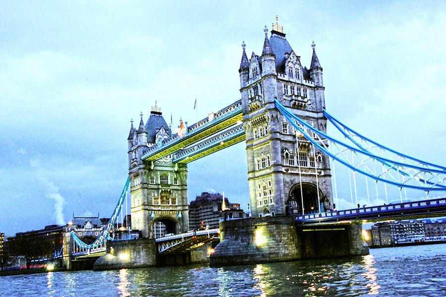 Tauerio tiltas arba dar vadinamas Bokštų tiltas (Tower Bridge)