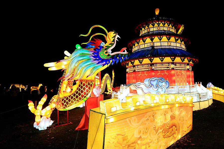 Didieji Kinijos žibintai Pakruojo dvare.