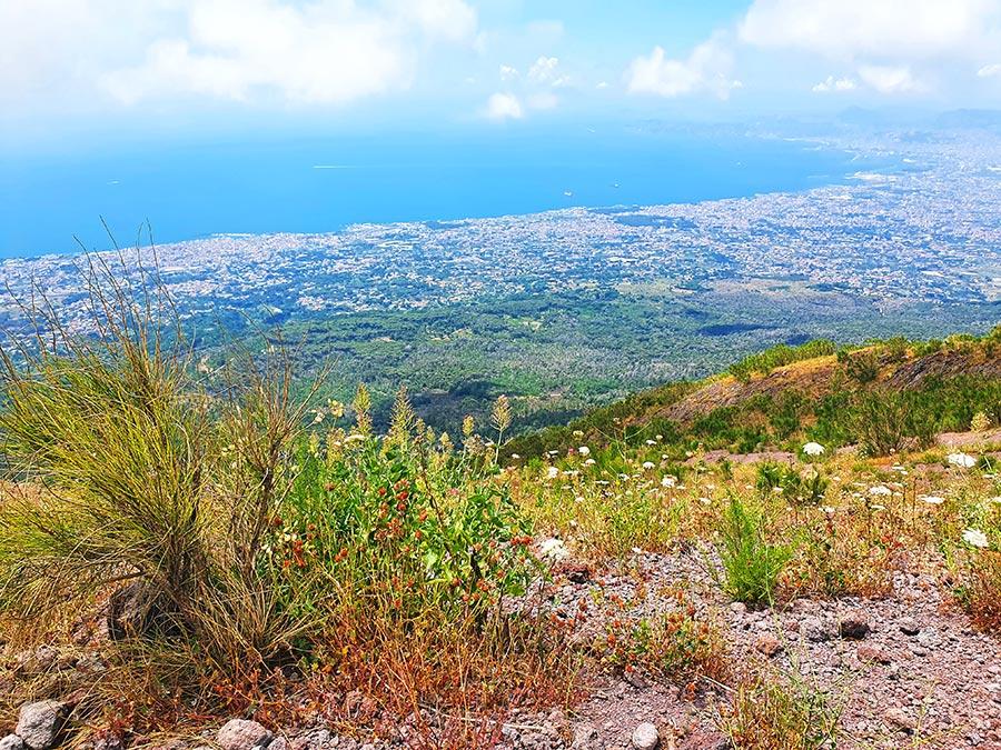 Vaizdas nuo Vezuvijaus viršūnės